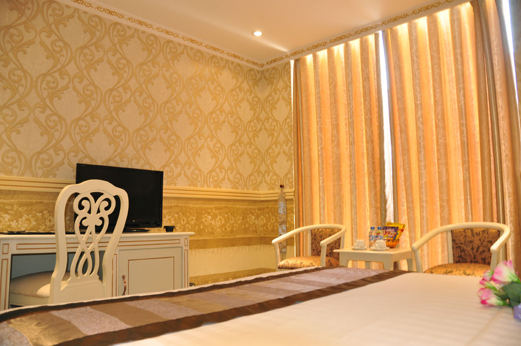khach-san-golden-crown-phong-suite-3-hotel24h.net.jpg