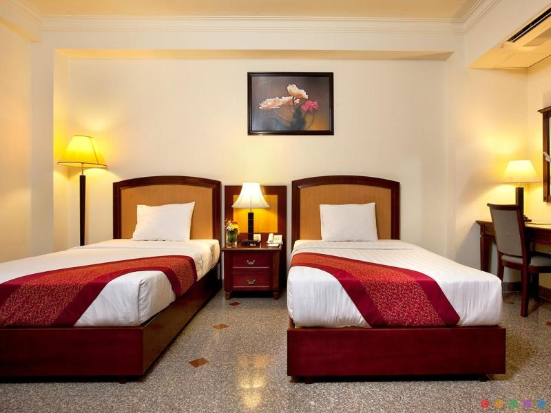 khach-san-kingston-phong-deluxe-1-hotel24h.net.jpg